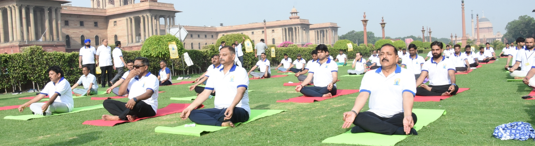 पांचवें अंतर्राष्ट्रीय योग दिवस पर भव्य योग कार्यक्रम का आयोजन किया गया, जिसमें डाo जितेंद्र सिंह जी, माननीय कार्मिक राज्य मंत्री, सचिव (कार्मिक) तथा अन्य वरिष्ठ अधिकारियों व कर्मचारियों ने उत्साहपूर्वक भाग लिया