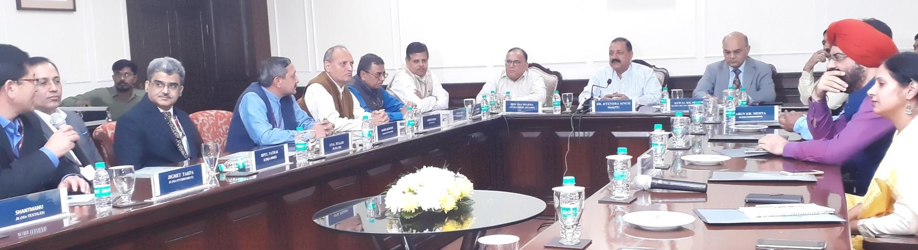 अखिल भारतीय सेवा के जम्मू और कश्मीर कैडर के दिल्ली में तैनात अधिकारियों  के साथ श्री जितेंद्र सिंह, माननीय  कार्मिक राज्य मंत्री का संवाद सत्र दिनांक ०९.११.२०१७ को नई दिल्ली में